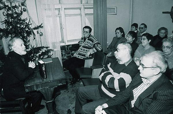 http://kuvaldn-nu.narod.ru/yuriykuvaldin-foto/Ahmatovka1-R.jpg